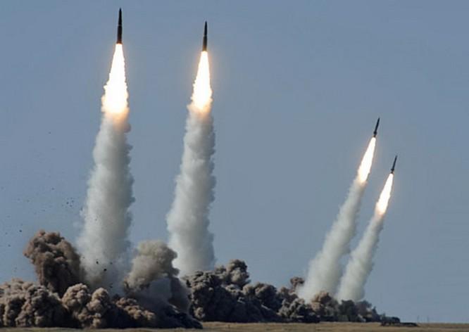 Tên lửa đạn đạo tầm ngắn Iskander khai hỏa trong một cuộc diễn tập