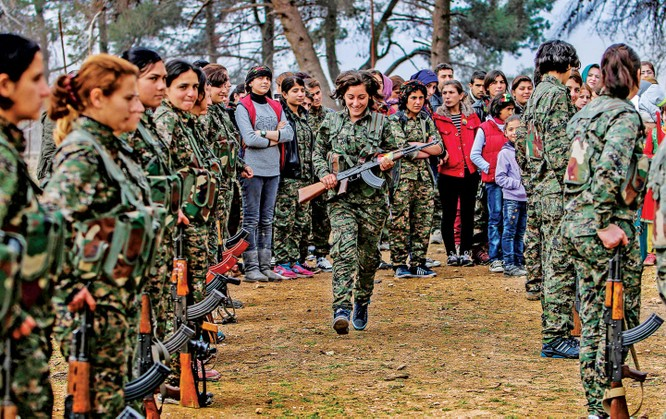 Nữ chiến binh người Kurd tham gia chiến đấu với mong muốn thành lập một quốc gia riêng của người Kurd