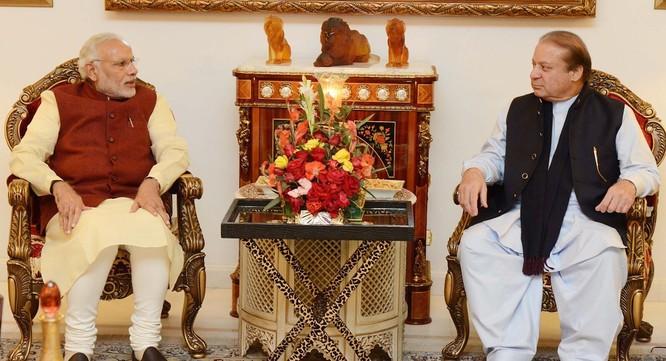 Thủ tướng Ấn Độ Narendra Modo và thủ tướng Pakistan Nawzaz Sharif