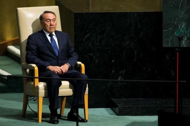 Ông Nazarbayev