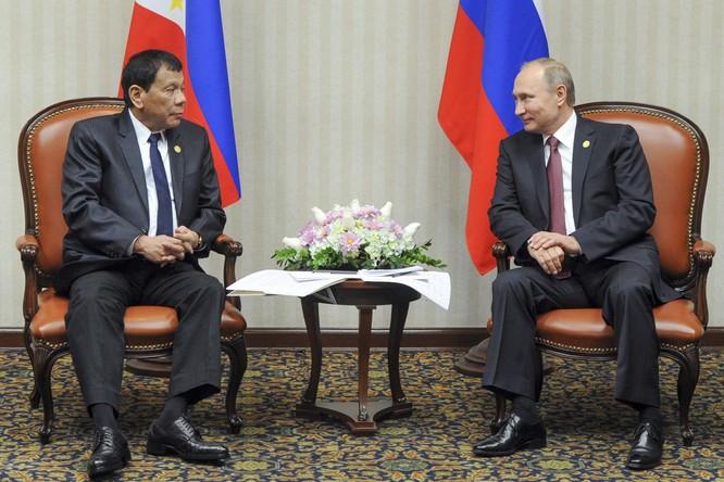 Tổng thống Putin gặp ông Duterte bên lề hội nghị APEC ở Peru