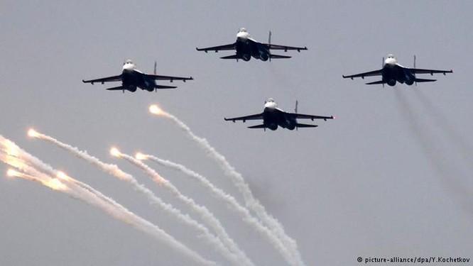 Phi đội chiến đấu cơ Nga trình diễn kỹ năng chiến đấu