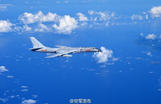 Máy bay H-6K Trung Quốc thị uy trên bãi cạn Scaborough ở Biển Đông, gây căng thẳng khu vực
