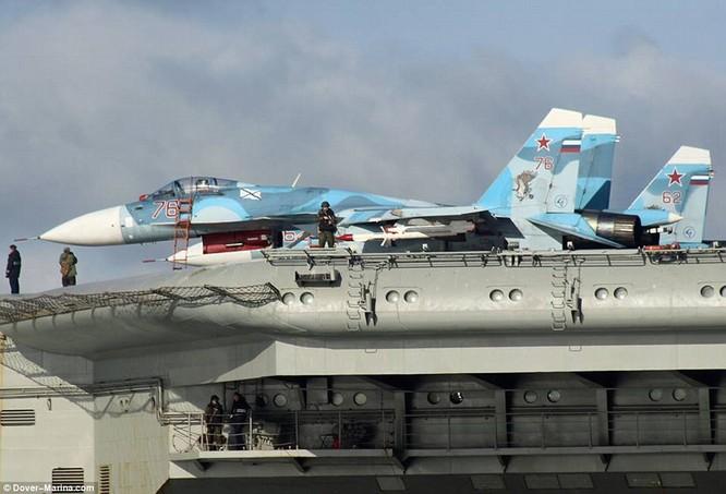 Chiến đấu cơ trên hạm Su-33 trên tàu sân bay Nga sang tham chiến tại Syria