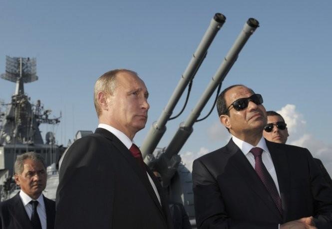 Ông Putin và tổng thống Ai Cập Sisi tại một sự kiện
