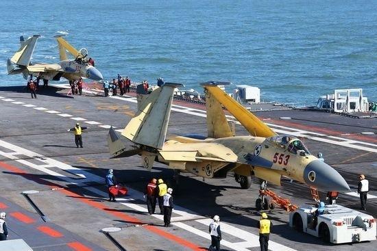 Chiến đấu cơ J-15 trên tàu sân bay Liêu Ninh của Trung Quốc