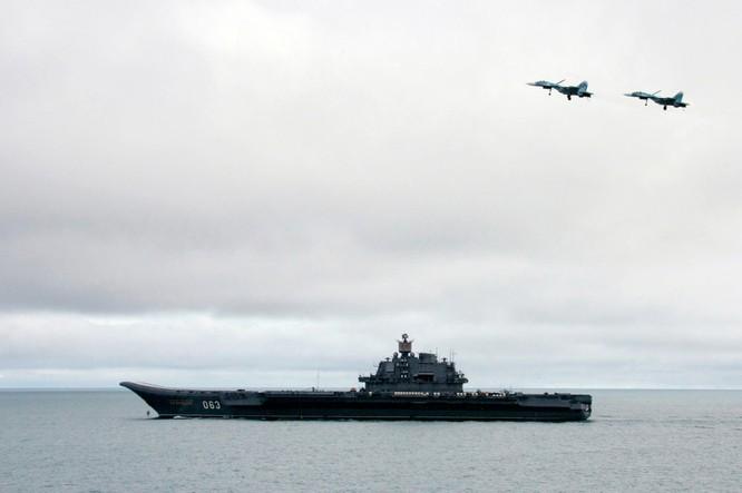 Chiến đấu cơ Su-33 bay trên tàu sân bay Đô đốc Kuznetsov đang tham chiến tại Syria.
