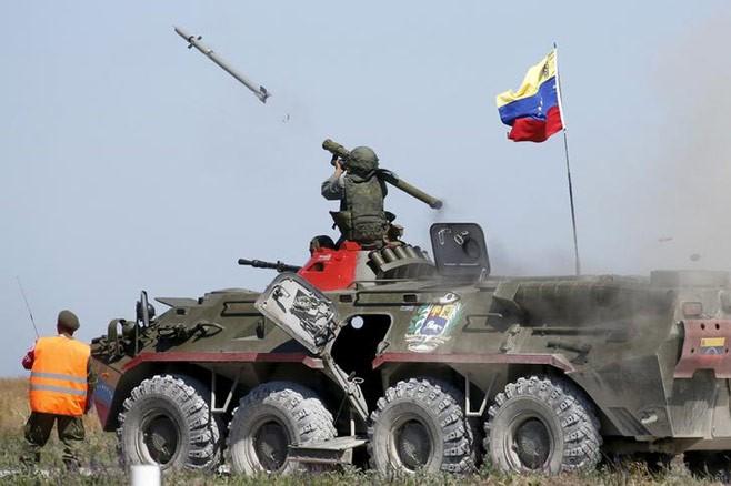 Binh sĩ phóng tên lửa phòng không trong một cuộc diễn tập do Nga chủ trì