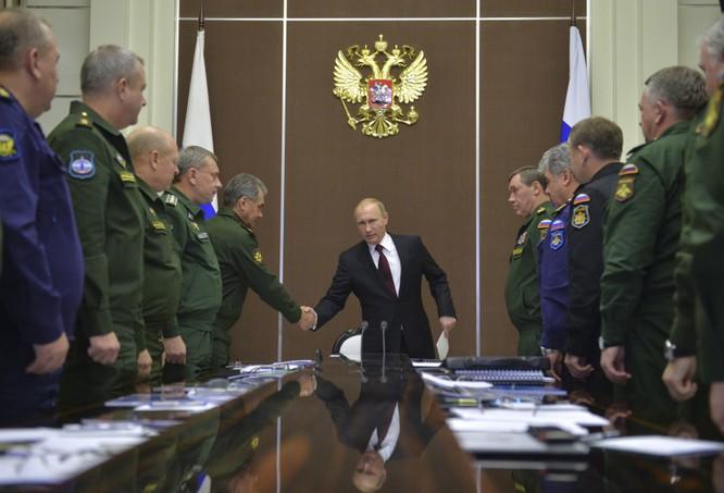 Ông Putin họp với các tướng lĩnh Nga