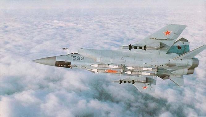 Chiến đấu cơ đánh chặn tầm xa Mig-31 trang bị các tên lửa không đối không tầm siêu xa