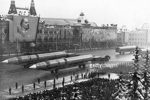 Tên lửa đạn đạo của Liên Xô diễu binh năm 1969