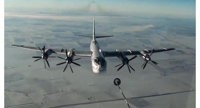 Máy bay ném bom chiến lược tầm xa T-95 Nga nhiều lần bay tuần tra ở khu vực Baltic