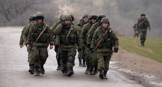 Binh sĩ Nga đóng trên bán đảo Crimea sau khi sáp nhập năm 2014
