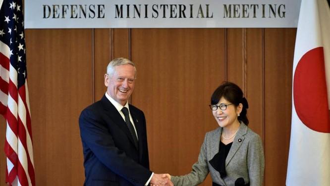 Bộ trưởng Quốc Phòng Mỹ James Mattis và đồng nhiệm Nhật Tomomi Inada tại Tokyo ngày 4/2/2017