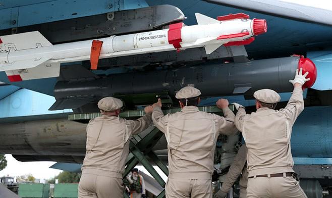 Lắp vũ khí cho chiến đấu cơ tham chiến tại Syria