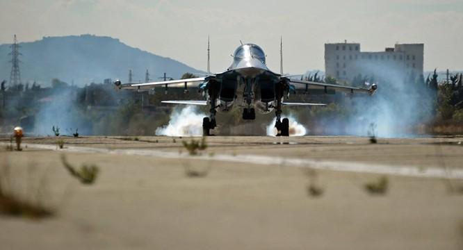 Cường kích Su-34 làm nhiệm vụ tại chiến trường Syria hạ cánh sau khi hoàn thành nhiệm vụ