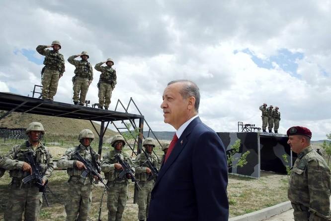 Tổng thống Thổ Nhĩ Kỳ Erdogan đã thay đổi thái độ với Nga sau vụ đảo chính hụt nhằm lật đổ ông