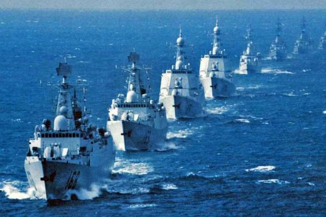 Chiến hạm hải quân Trung Quốc dàn trận trên biển