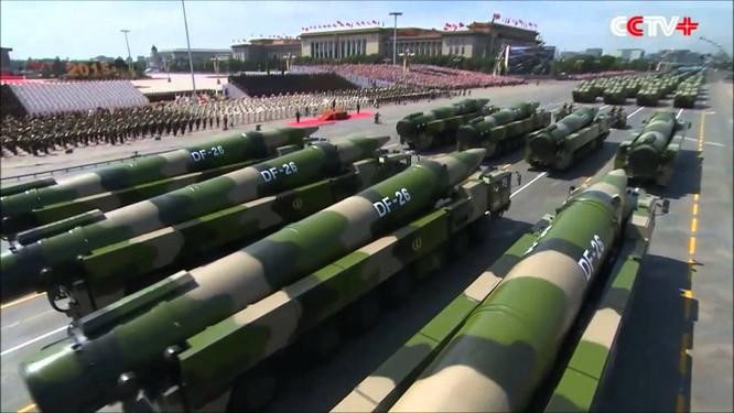 Tên lửa đạn đạo DF-26 trong lễ duyệt binh tại Thiên An Môn, Bắc Kinh năm 2015
