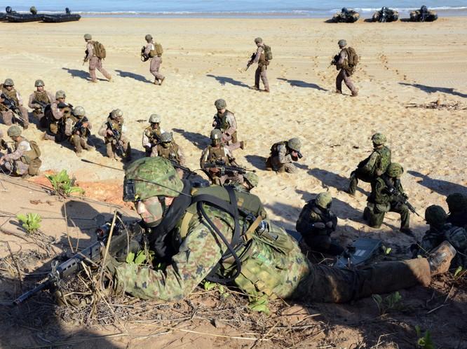 Thủy quân lục chiến Mỹ tập trận chung với đồng minh Nhật Bản