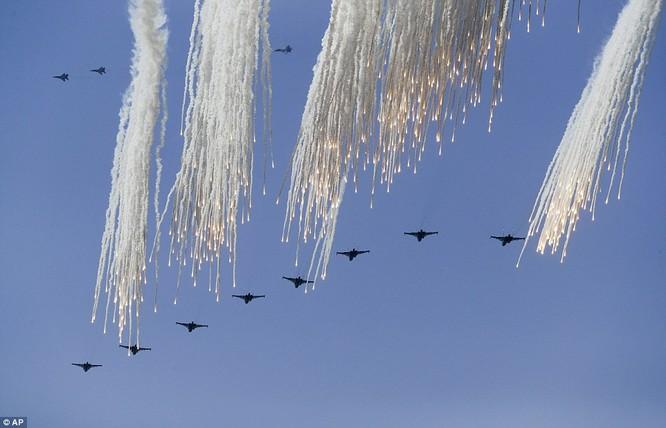Phi đội không quân Nga trình diễn kỹ năng trên không