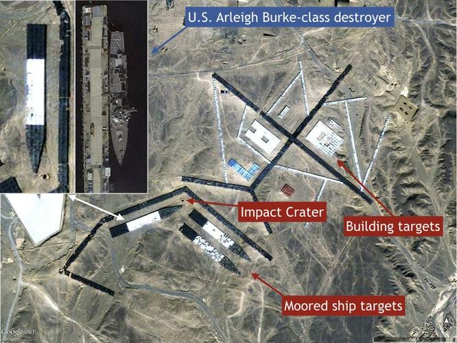 Tàu khu trục Mỹ là mục tiêu giả định của cuộc tấn công. Trong hình là hố đạn tên lửa tấn công vào vị trí có thể tiêu diệt cùng lúc 3 tàu khu trục Mỹ