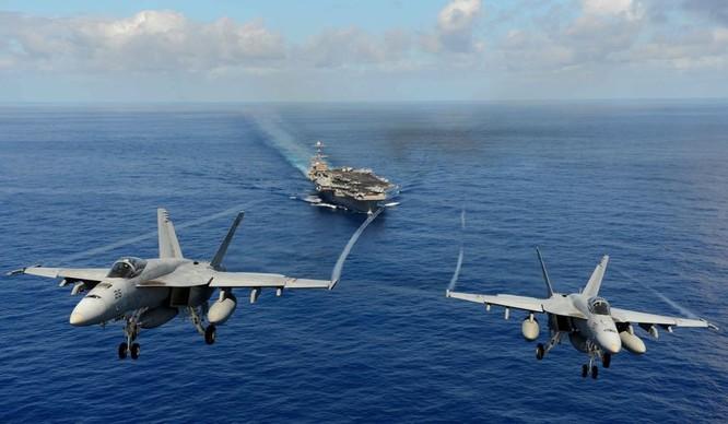 Dàn chiến đấu cơ trên tàu sân bay Mỹ