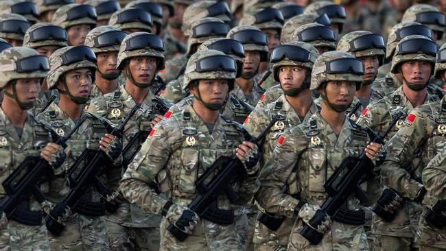 Trung Quốc có truyền thống mạnh về lục quân và một bề dày lịch sử với các cuộc nội chiến liên miên đã phải nhịn nhục trước Mỹ trong cuộc khủng hoảng eo biển Đài Loan 1996
