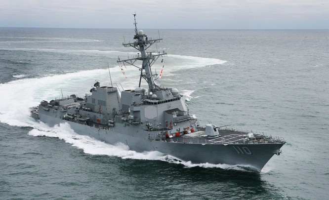 Khu trục hạm William Lawrence tuần tra thực thi tự do hàng hải ở Biển Đông
