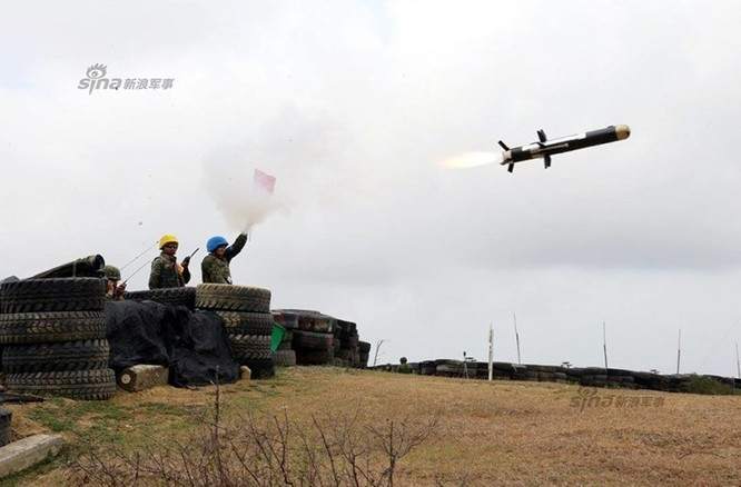 Quân đội Đài Loan phóng tên lửa trong tập trận chống đổ bộ