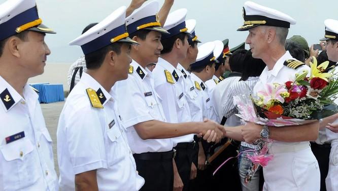 Các hoạt động giao lưu giữa hải quân hai nước Việt-Mỹ diễn ra đều đặn trong những năm gần đây. Trong ảnh: Hải quân Mỹ ghé thăm Đà Nẵng