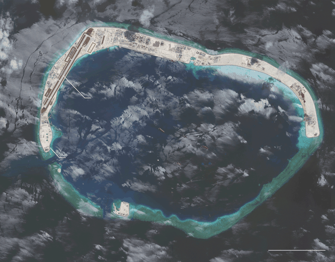 Cận cảnh Đá Vành Khăn đã bị Trung Quốc bồi lấp, xây đảo nhân tạo trái phép với đường băng, nhà chứa máy bay và các công trình quân sự kiên cố