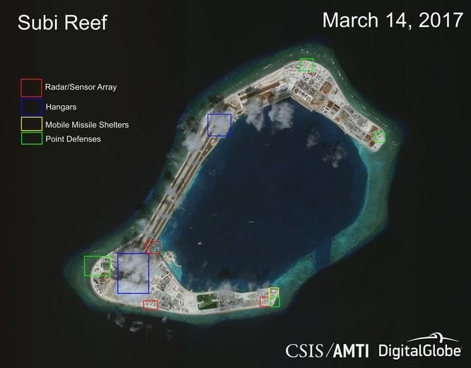 Cận cảnh Đá Subi đã bị Trung Quốc bồi lấp, xây đảo nhân tạo trái phép với đường băng và các công trình quân sự tại quần đảo Trường Sa. Khu vực màu đỏ là nơi bố trí các hệ thống radar. Khu vực màu xanh dương là nhà chứa máy bay. Khu màu vàng xây dựng các hầm chứa các khẩu đội tên lửa cơ động. Khu vực màu xanh lơ là các điểm phòng thủ. Ảnh chụp ngày 14/3/2017