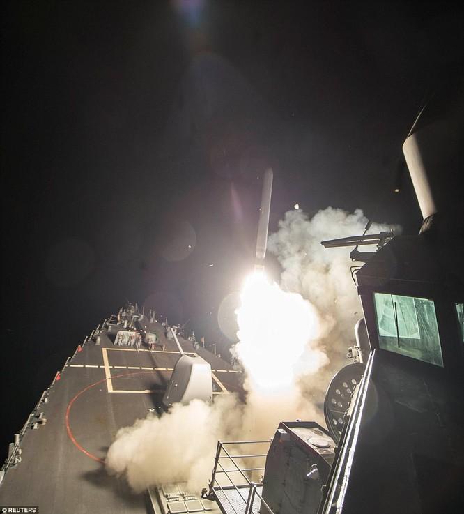 Chiến hạm Mỹ phóng tên lửa Tomahaw đánh căn cứ Syria
