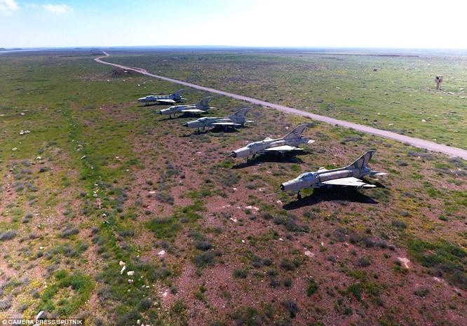 Máy bay không quân Syria bị tên lửa Mỹ phá hủy trong cuộc tập kích tên lửa
