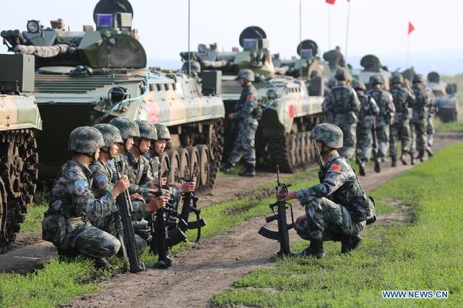 Binh sĩ Trung Quốc trong một cuộc hành quân tập trận