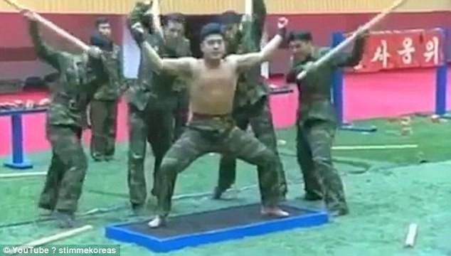 Đặc công Triều Tiên biểu diễn công phu