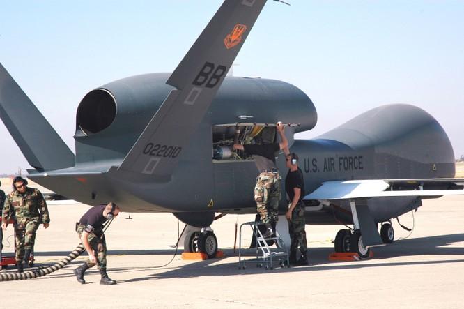 Máy bay không người lái Globl Hawk tầm xa của Mỹ đã thực hiện tuần tiễu ở Biển Đông