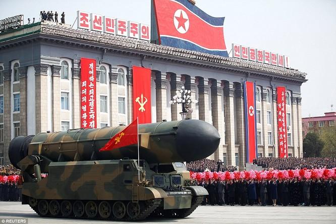 Tên lửa đạn đạo Triều Tiên trong màn duyệt binh hoành tráng nhất từ trước đến nay