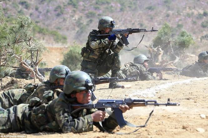 Binh sĩ Triều Tiên trong cuộc tập trận mới đây dưới sự giám sát trực tiếp của nhà lãnh đạo Kim Jong un
