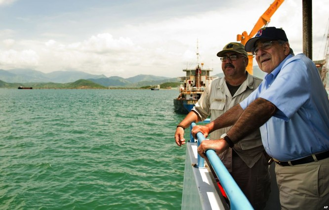 Bộ trưởng Quốc phòng Mỹ Panetta thăm vịnh Cam Ranh