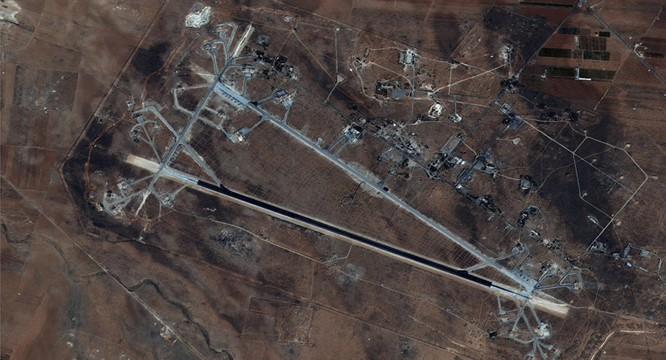 Căn cứ không quân Shayrat của quân đội Syria trở thành mục tiêu của vụ tập kích tên lửa Tomahawk nhưng đã hoạt động trở lại bình thường gần như ngay sau đó