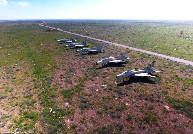 Một số chiến đấu cơ của không quân Syria còn nguyên vẹn sau cuộc tập kích tên lửa Mỹ hôm 7/4