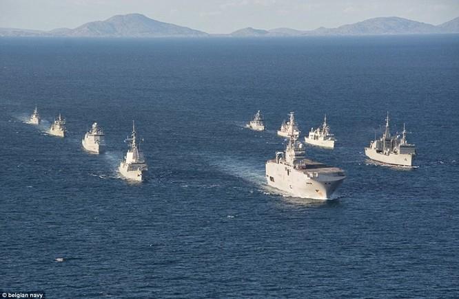 Hạm đội NATO bám theo cụm tác chiến hải quân Nga trên đường qua eo biển Anh sang Syria tham chiến