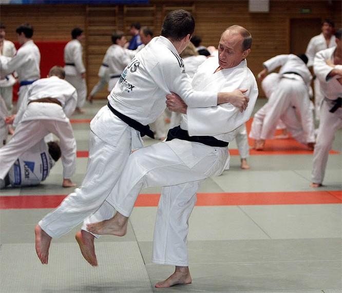 Không chỉ là chính khách, tổng thống Nga còn là một cao thủ Judo theo cả nghĩa đen và nghĩa bóng