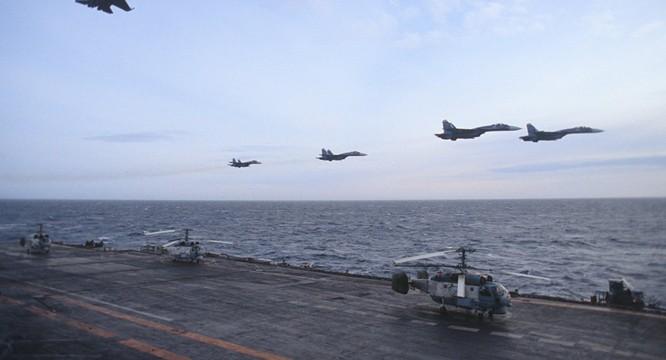 Chiến đấu cơ Su-33 bay trên tàu sân bay Đô đốc Kuznetsov sang tham chiến tại Syria