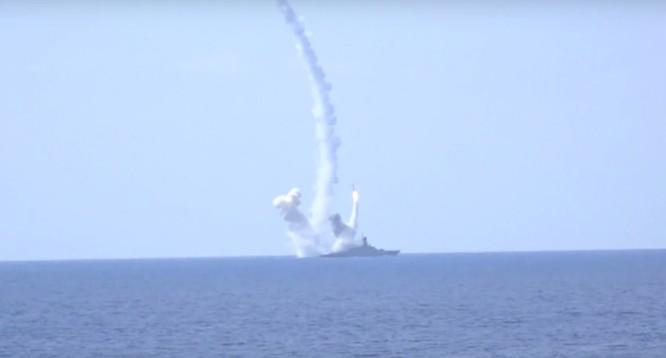 Chiến hạm Nga trên Địa Trung Hải phóng tên lửa Kalibr tấn công phiến quân Syria tại Aleppo