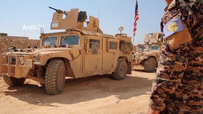 Đoàn xe bọc thép Mỹ ở thành phố Manbij để ngăn Thổ Nhĩ Kỳ đánh chiếm thành phố từ tay người Kurd