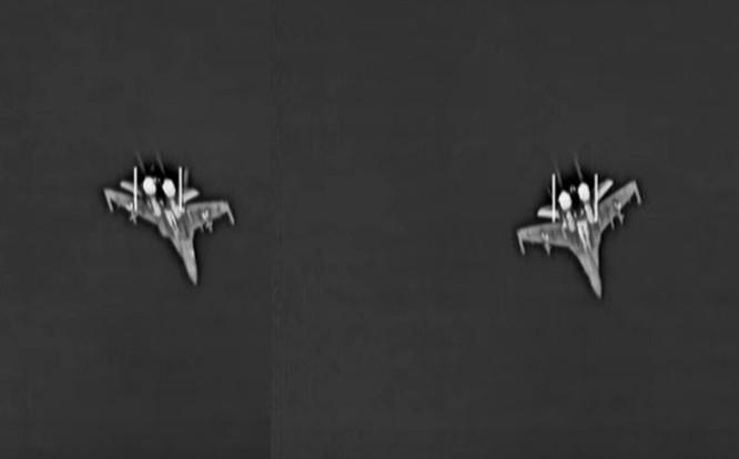 Phi đội hai chiếc Su-35 trên bầu trời Syria, ảnh do không quân hải quân Mỹ ghi lại