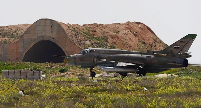 Chiến đấu cơ Syria tại căn cứ không quân Shayrat